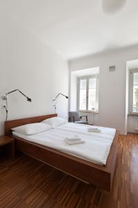 A bed or beds in a room at Julija&Robert's Riverview Apartments and Rooms