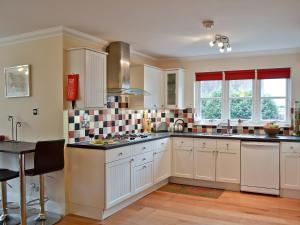 A kitchen or kitchenette at Comraich