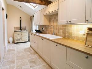 A kitchen or kitchenette at Lower Park Farm