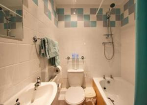 A bathroom at The Brewhouse II