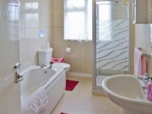 A bathroom at East Goldworthy Cottage