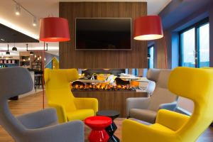 The lounge or bar area at ibis Styles Haarlem City