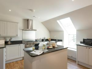A kitchen or kitchenette at Property 1 II