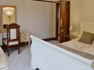 A bed or beds in a room at Lavender House