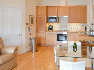 A kitchen or kitchenette at Tides Reach