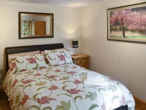 A bed or beds in a room at Cherry Bank