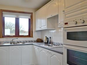 A kitchen or kitchenette at Links View Villa 2
