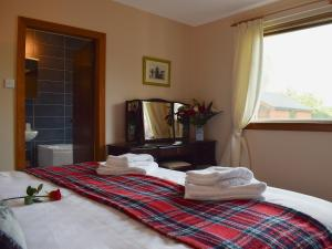 A bed or beds in a room at St Andrews Hideaway