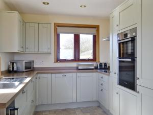 A kitchen or kitchenette at Selkies