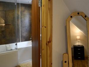 A bathroom at Cherry Bank
