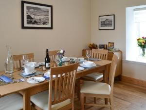 A restaurant or other place to eat at Kilbride Beach Cottage