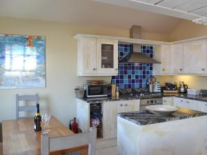 A kitchen or kitchenette at Boslowen