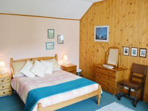 A bed or beds in a room at Ach Na Mara