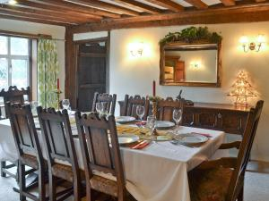 A restaurant or other place to eat at Old Hall Farm House