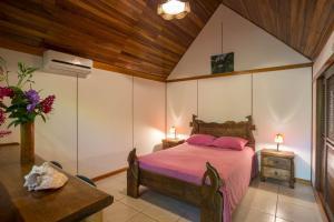 Een bed of bedden in een kamer bij Bungalows Calalú