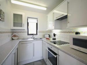 A kitchen or kitchenette at Pine View