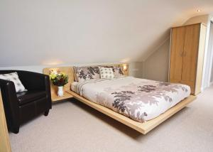 A bed or beds in a room at Ty Ffynnon