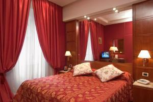 A bed or beds in a room at Hotel Andreotti