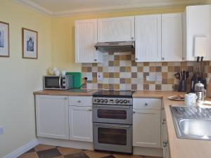 A kitchen or kitchenette at Dicks Retreat