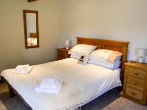 A bed or beds in a room at Pigs' House