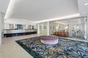 Central Dockside Apartment Hotel tesisinde lobi veya resepsiyon alanı