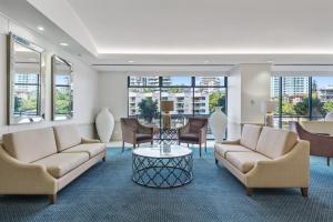 Central Dockside Apartment Hotel tesisinde bir oturma alanı