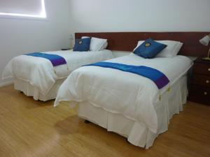 A bed or beds in a room at Lincoln View Holiday House