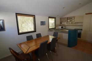A kitchen or kitchenette at Oberdere 1