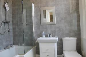 A bathroom at The Wimbledon Hotel