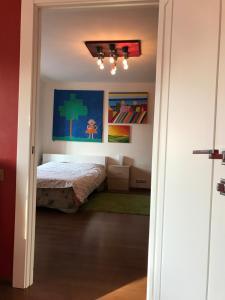 Кровать или кровати в номере Apartment on Prospekt Engelsa