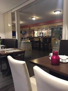 Ein Restaurant oder anderes Speiselokal in der Unterkunft Landgasthof Struckum