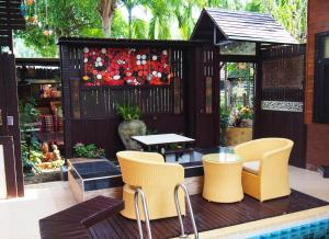 The lounge or bar area at Wiang Kum Kam Resort