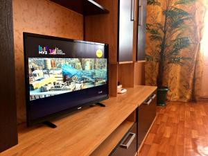 Телевизор и/или развлекательный центр в Апартамент на Клыкова