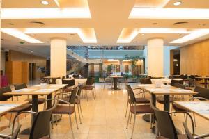 Um restaurante ou outro lugar para comer em VIP Executive Entrecampos - Hotel & Conference