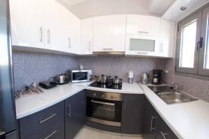 Η κουζίνα ή μικρή κουζίνα στο Kefalonia Horizon Villas