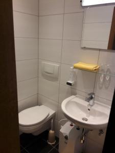 A bathroom at Hotel Tautermann