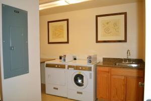 A kitchen or kitchenette at Canyon Plaza Premier Studio and Apartments
