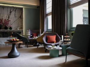 A seating area at Signature Townhouse London Hyde Park