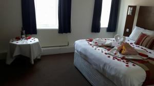 A bed or beds in a room at Celtic International Hotel Cardiff Airport