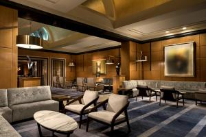 The lounge or bar area at Four Seasons Hotel San Francisco