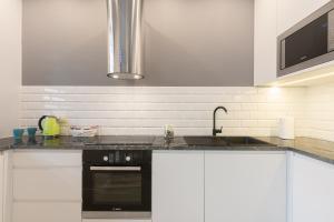 Kuchyň nebo kuchyňský kout v ubytování Millennium Awangarda Green