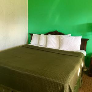 A bed or beds in a room at Travelers Inn Olney