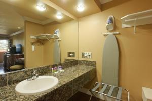 A bathroom at Hotel Elan