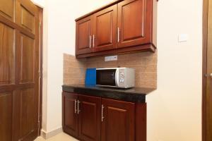 Кухня или мини-кухня в Supun Arcade Residency