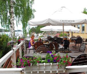 Majoituspaikan Hotel Airisto Strand ravintola tai vastaava paikka