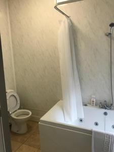 A bathroom at Clifton Hotel