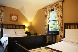 A bed or beds in a room at Knockninny Country House & Marina
