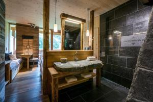 A bathroom at mama thresl