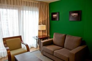 A seating area at MAS Aparthotel EU