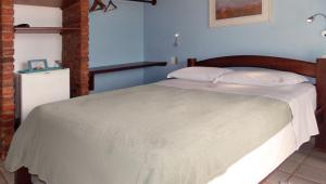A bed or beds in a room at Pousada Manaca